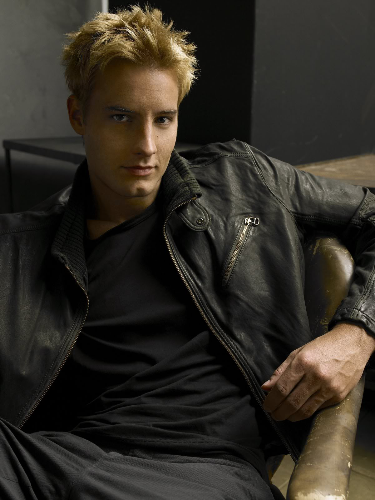Justin Hartley - Photos Hot